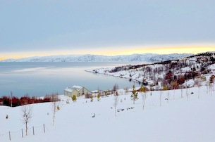 Alta-Norvegia-Finnmark-paesaggi-altafjord-vista-da-Alta-Museum