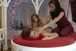 Cavallino-Bianco-massaggio-alla-mamma
