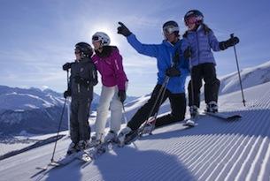 ENGADIN ST. MORITZ: Familie im Skigebiet Zuoz