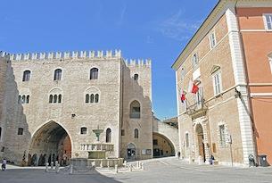 Fabriano-Piazza-del-comune