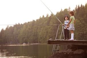 Finlandia-visitfinland-bambini-pesca