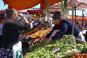 Finlandia-visitfinland-helsinki-market-square_679_7637