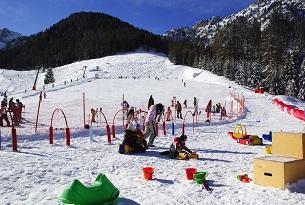 Moena-Val-di-Fassa-sci-ski-area-Alpe-Lusia