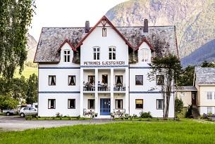 Norvegia-Petrines-Gjestgiveri-Photo-Devid-Rotasperti-Photographer 1