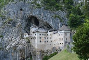 Slovenia-Castello-di-Predjama