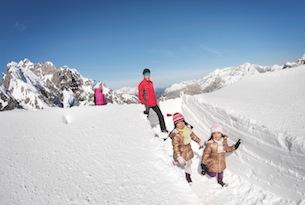 TVB-Innsbruck_passeggiata-sulla-neve-famiglia