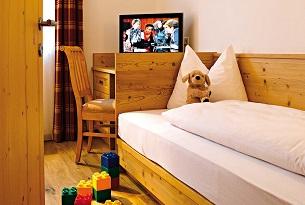 alto-adige-family-hotel-gerberhof-piscina-bambini-foto-familygo13
