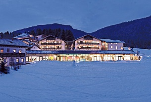 alto-adige-family-hotel-gerberhof-piscina-bambini-foto-familygo7