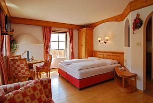 alto-adige-family-hotel-gerberhof-piscina-bambini-foto-familygo8