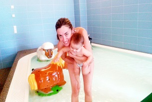 alto-adige-family-hotel-gerberhof-piscina-bambini2-foto-familygo