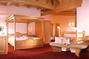 alto-adige-val-ridanna-hotel-schneberg-camera-famiglia