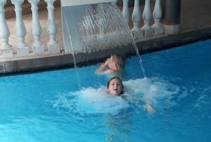 alto-adige-val-ridanna-hotel-schneberg-piscine-interne