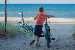bambino spiaggia bici - Abruzzo con bambini