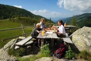carinzia-FranzGERDL_KaerntenWerbung_ARGE-Natur_NationalparkNockberge_Jause