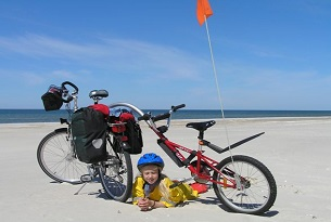 lituania-Juodkrante-Klaipeda-bambini-biciclette