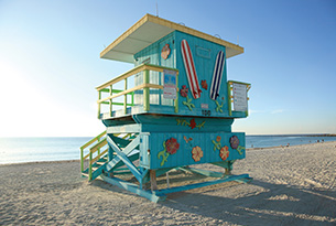 miami-lifeguard-stand-south-beach-at-sunrise