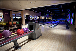 norwegian-epic-crociere-mediterraneo-01_bliss_ultra_lounge_bowling_lo