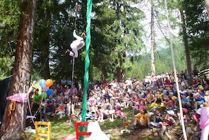 predazzo-latemar-festival-clownerie-spettacolo anfiteatro Predazzo Gardone