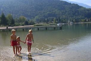 trentino-Valsugana bambini riva lago - Angela Ventin
